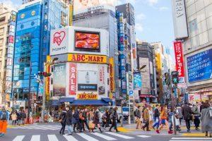 Japón suspenderá la entrada de extranjeros no residentes
